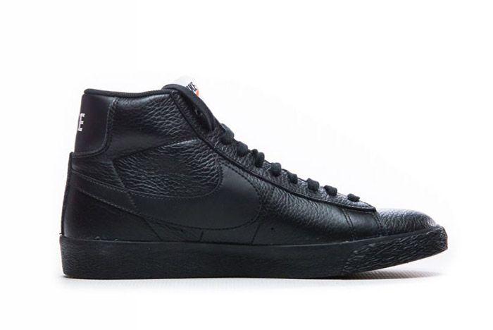 Blazer Mid Premium Triple Black 4