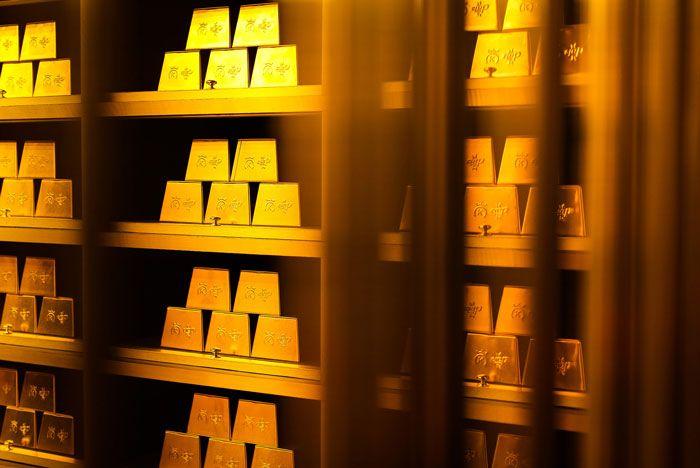 6  Crep Protect X 24 Kilates Gold Bar Collab