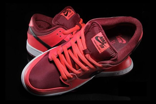 Nike Sb Dunk Low Laser Crimson 2