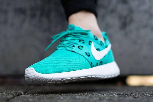 Nike Womens Roshe Run Leopard Print Teal 1