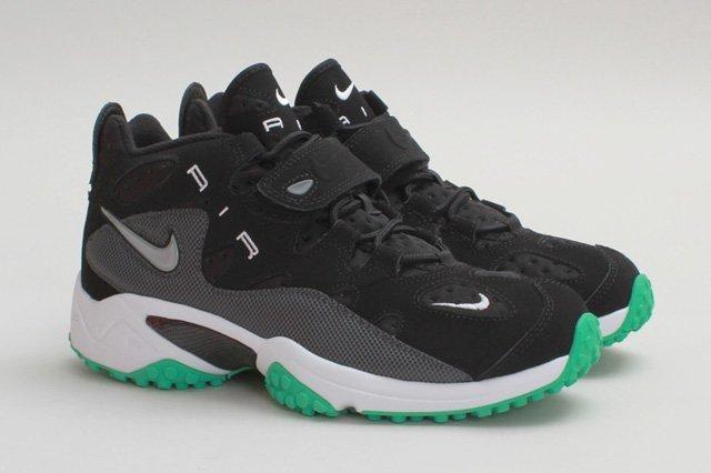 Nike Air Turf Raider Black Gamma Profile