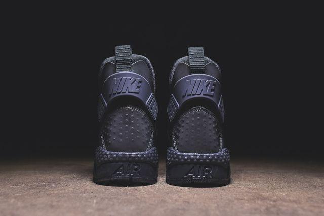 Nike Huarache Run Mid Irisdescent Kith Bump 4
