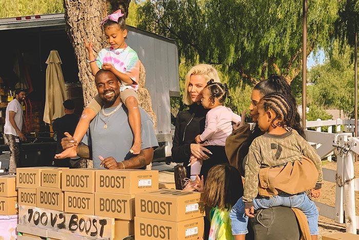 Kanye West Kim Kardashian Familay Yeezy Lemonade Stand