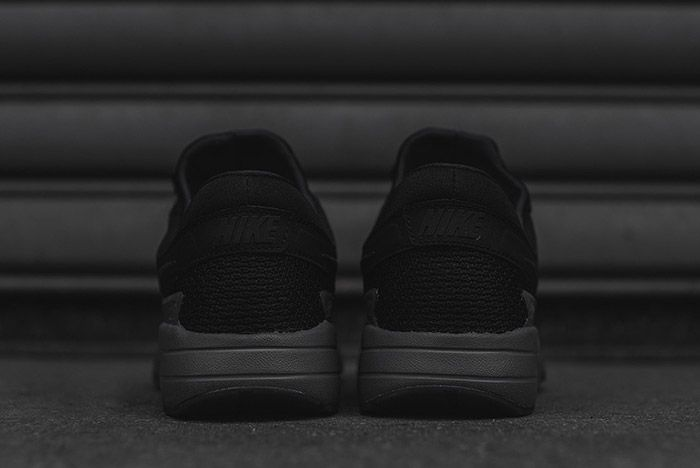 Nike Air Max Zero Black 4