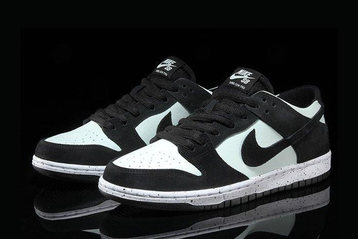 Nikesb Dunk Low Black Barelygreen5
