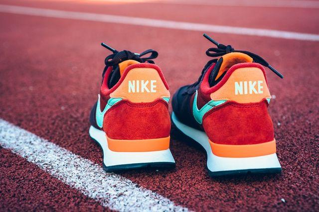 Nike Internationalist Mahogany Greenglow Totalorange 1