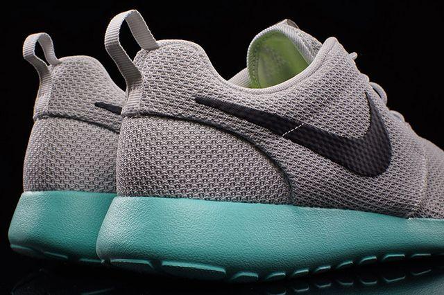 Nike Roshe Run Calypso 4