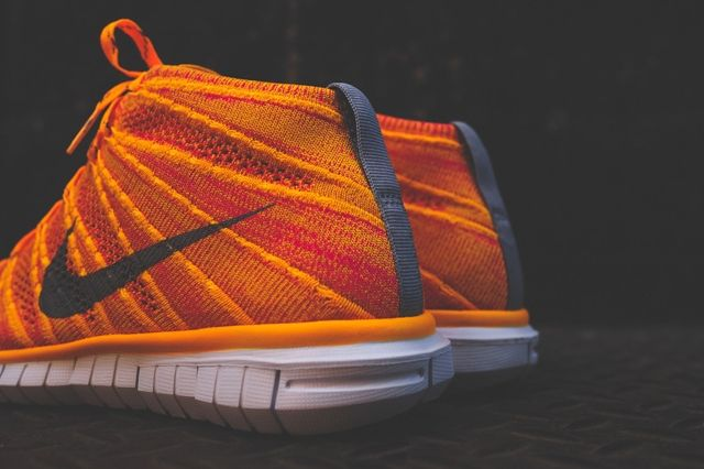 Nike Wmns Free Flyknit Chukka Atomic Mango 3