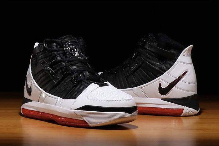 Nike Zoom Le Bron Iii Home Pair Side Shots2