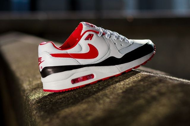 Nike Wmns Air Max Light White Chilling Red