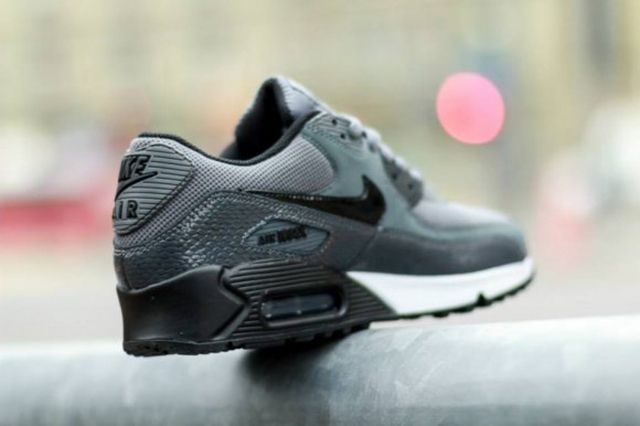 Nike Wmns Air Max 90 Pure Platinumdark Grey Black 2