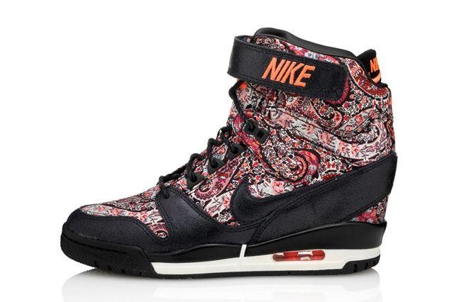 Liberty London Nike Air Revolution Sky Hi Sneakerboot 31