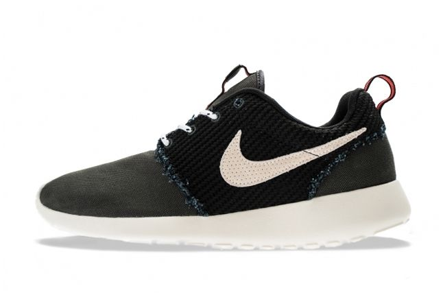 Nike Roshe Run Canvas Anthracite Sail Profile Edit 1