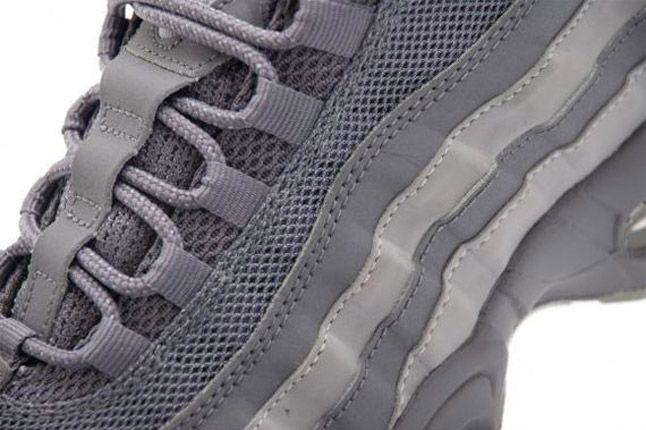 Nike Air Max 95 Dark Greywolf Grey Lacing 2