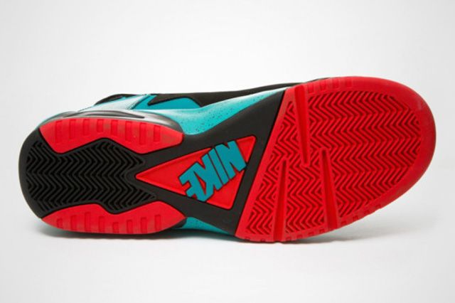 Nike Air Tech Challenge Huarache Turbo Green Light Crimson 2