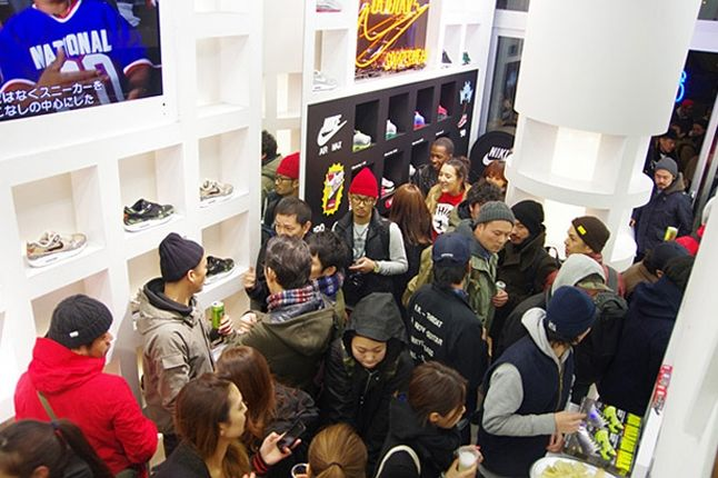 Atmos Nike Am1 Animal Camo Launch Recap Crowd1 1