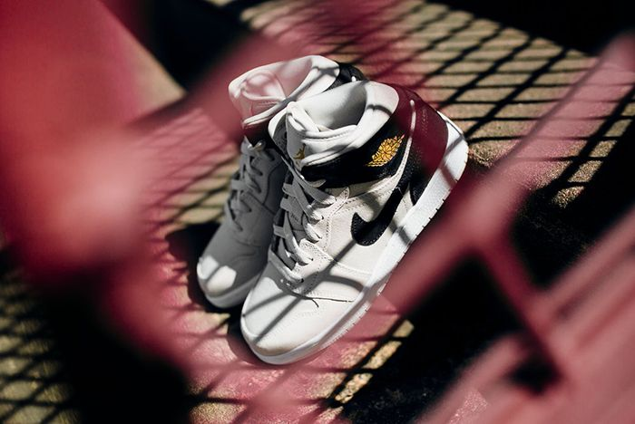 Air Jordan 1 Mid Bg Light Bone Metallic Goldfeature