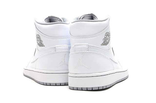Air Jordan 1 Mid White Wolf Grey 4