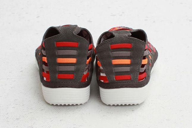 Nike Solarsoft Rache Woven Premium Fog Heel Profile 1