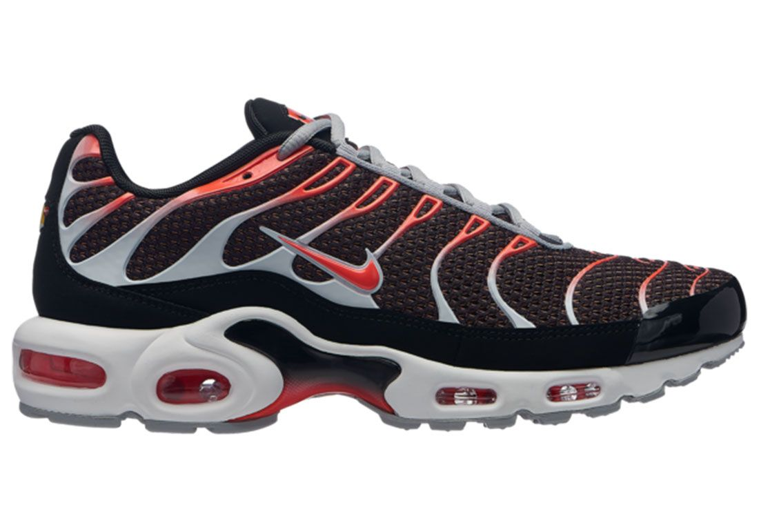 Air Max Plus Black And Red Side Shot