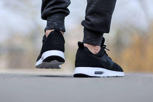 Nike Air Max Tavas Se Black White 3