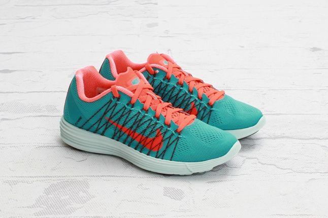 Nike Lunaracer3 Sprtturquoise Ttlcrimson Front Quarter 1