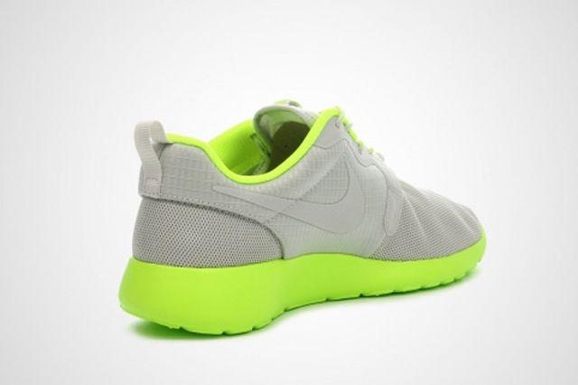 Nike Wmns Roshe Run Volt 1