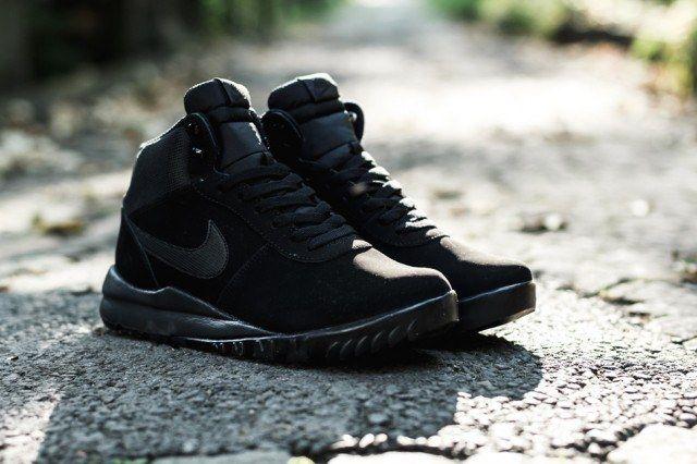 Nike Woodland Suede Triple Black 640X4261