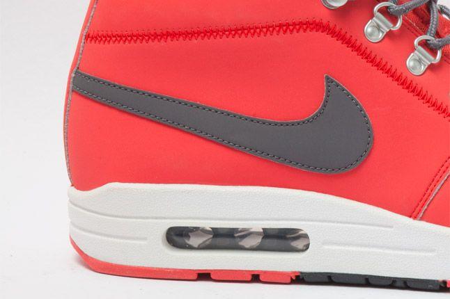 Nike Wardour Max 1 Txt Sunburst Side Bubble Detail 1