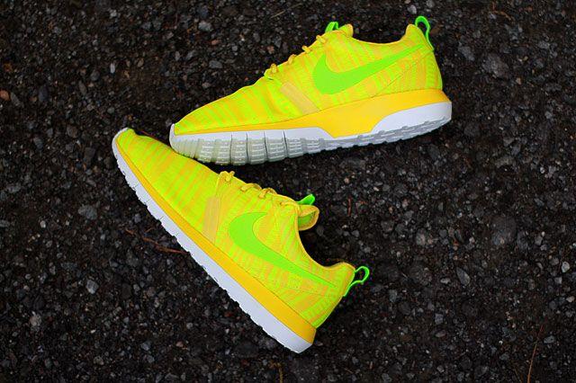 Nike Roshe Run Charm Yellow Topview