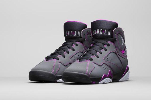 Air Jordan 6 Wmns Grey Grape 1