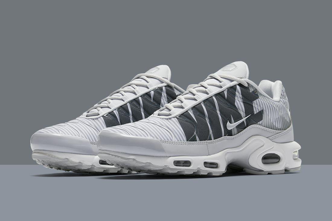 Nike Air Max Plus Stripes 13