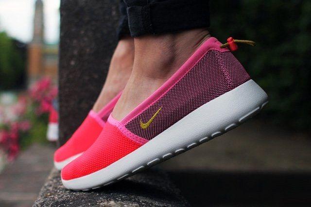 Nike Wmns Roshe Run Slip Thumb 1
