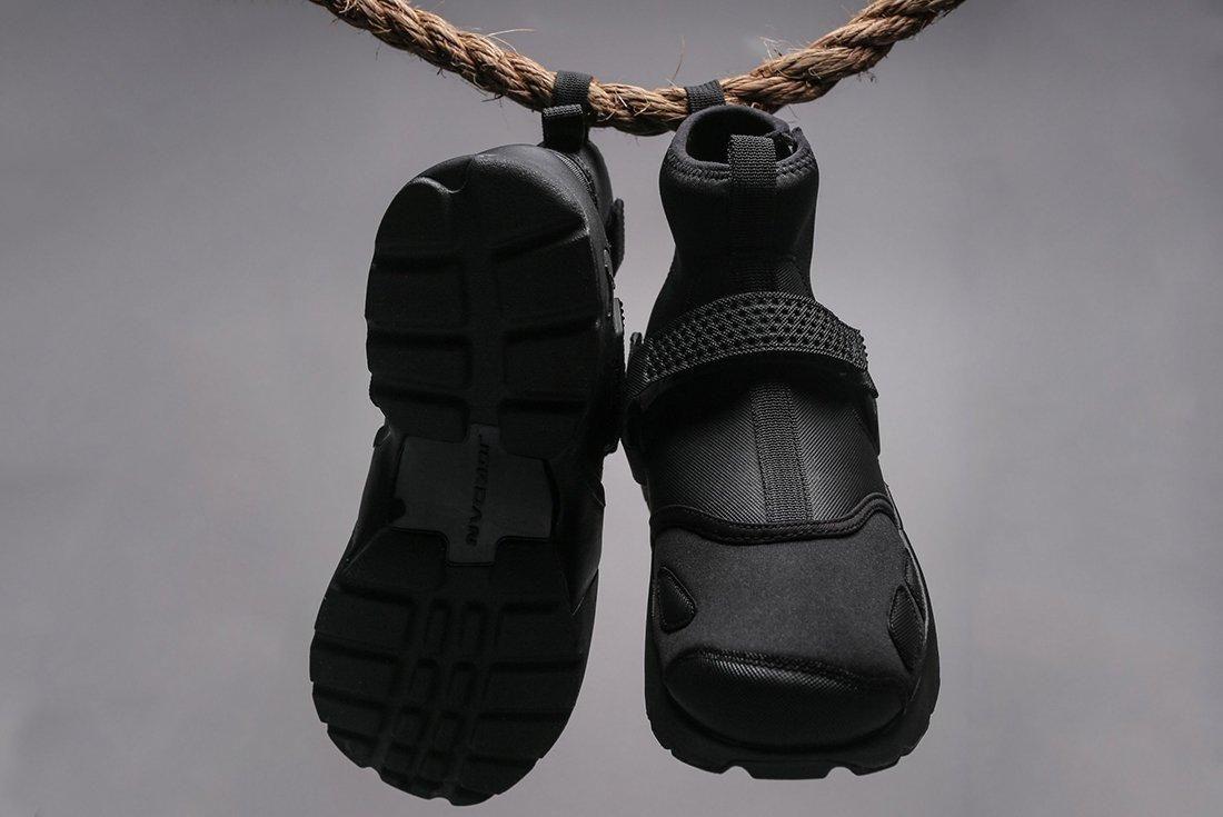 Jordan Trunner Lx Triple Black 2