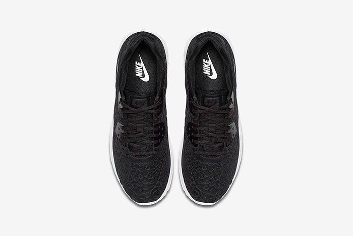 Nike Air Max 90 Plush 4