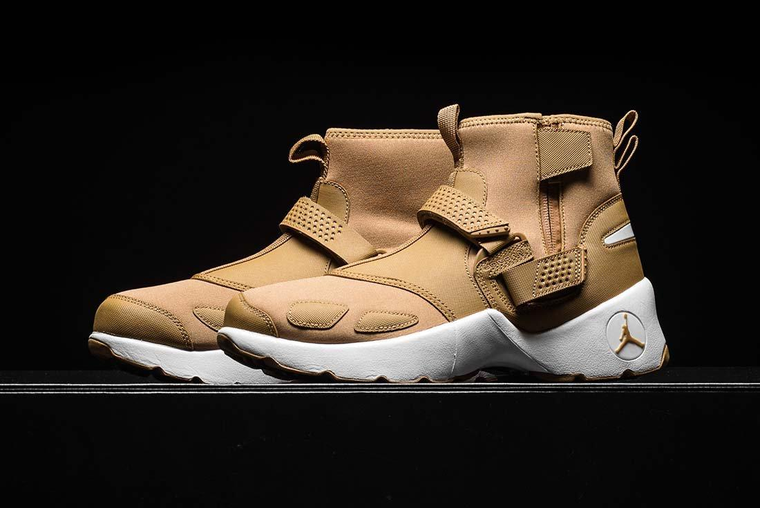 Jordan Trunner Lx Golden Beige 2