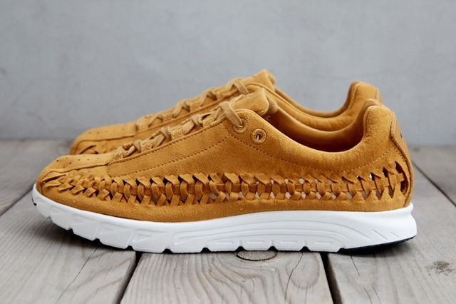 Nike Mayfly Woven Qs Chestnut Profile