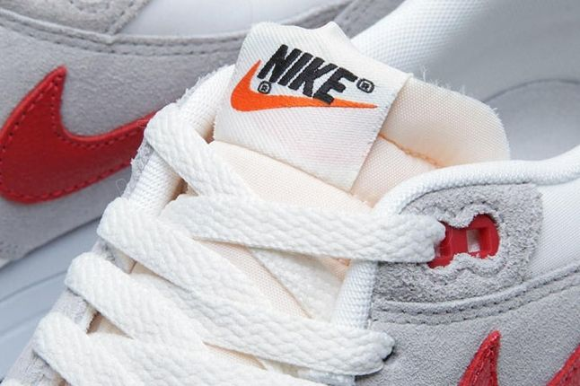 Wmns Am1 Purple Red Tongue Detail 1