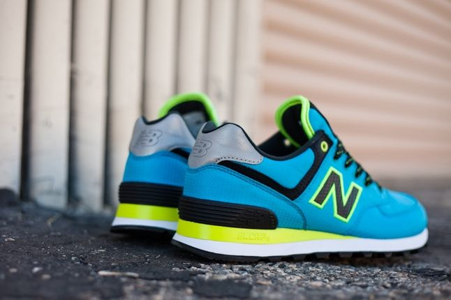 New Balance Windrbreaker Blue Heel Detail 1