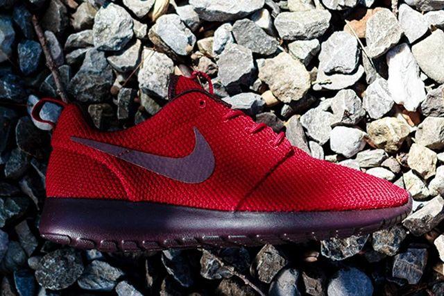Nike Roshe Run Gym Red Deep Burgundy 2