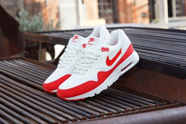 Nike Am1 Ultra Wmns Challenge Red 1
