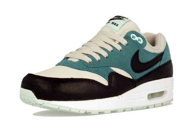 Nike Am1 Wmns Fall Overkill Delivery 16