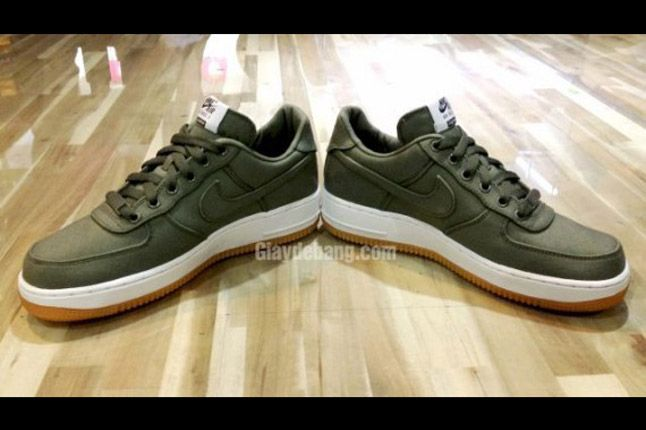Supreme X Nike Air Force 1 Low Olive Pair 1