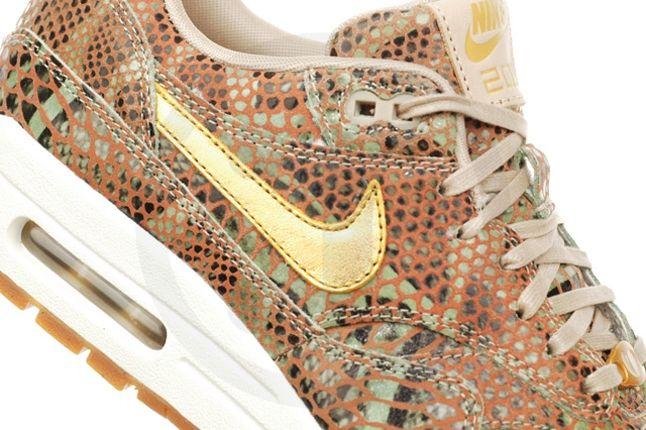 Nike Air Max Yots Midfoot Detail 1
