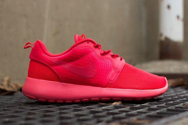 Nike Wmns Roshe Hyp Laser Crimson Sideview