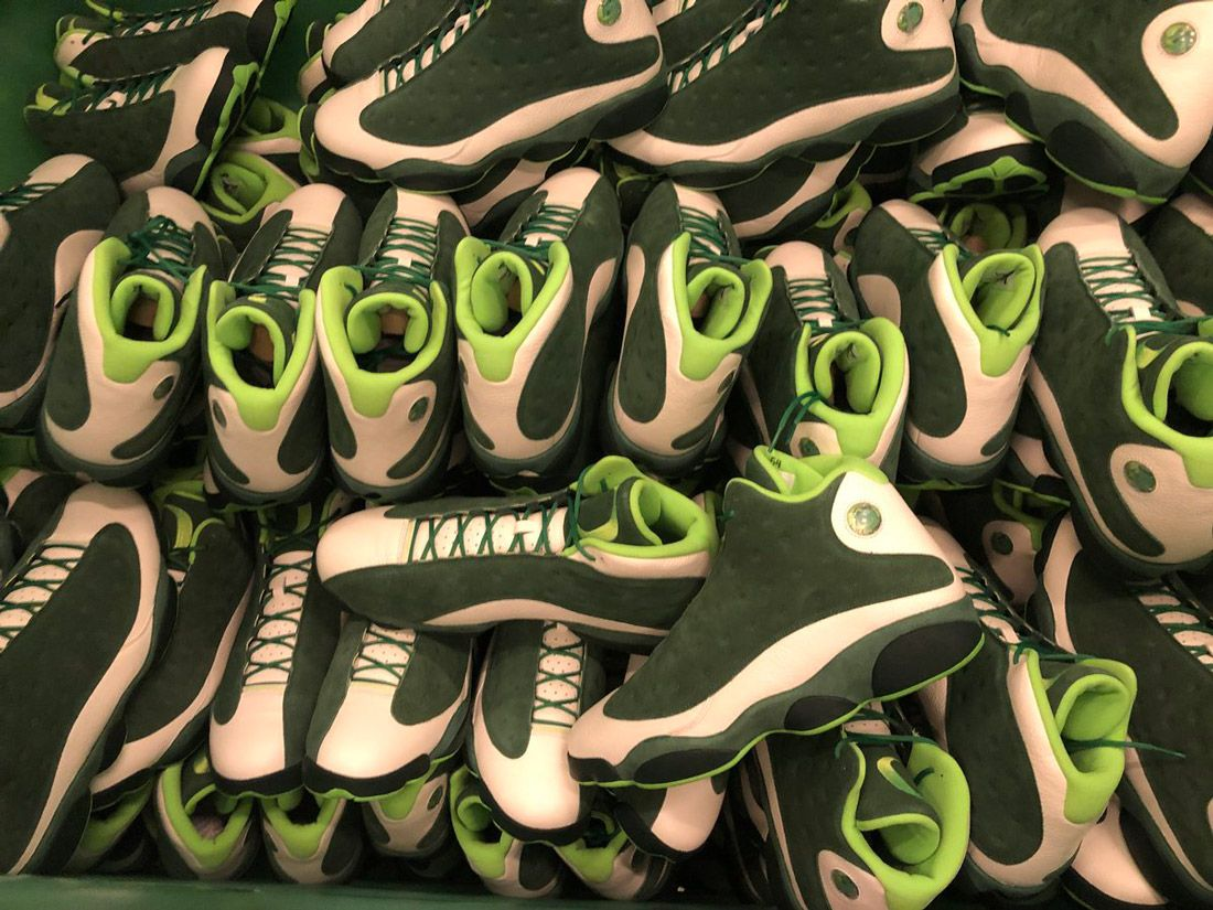 Air Jordan 13 Oregon Ducks Pe3