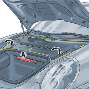 Cobertura plástica no interior do capo do Porsche 911 991