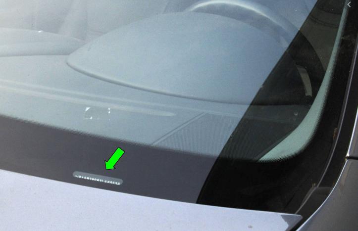 Número do chassis atrás do para-brisas dianteiro Porsche