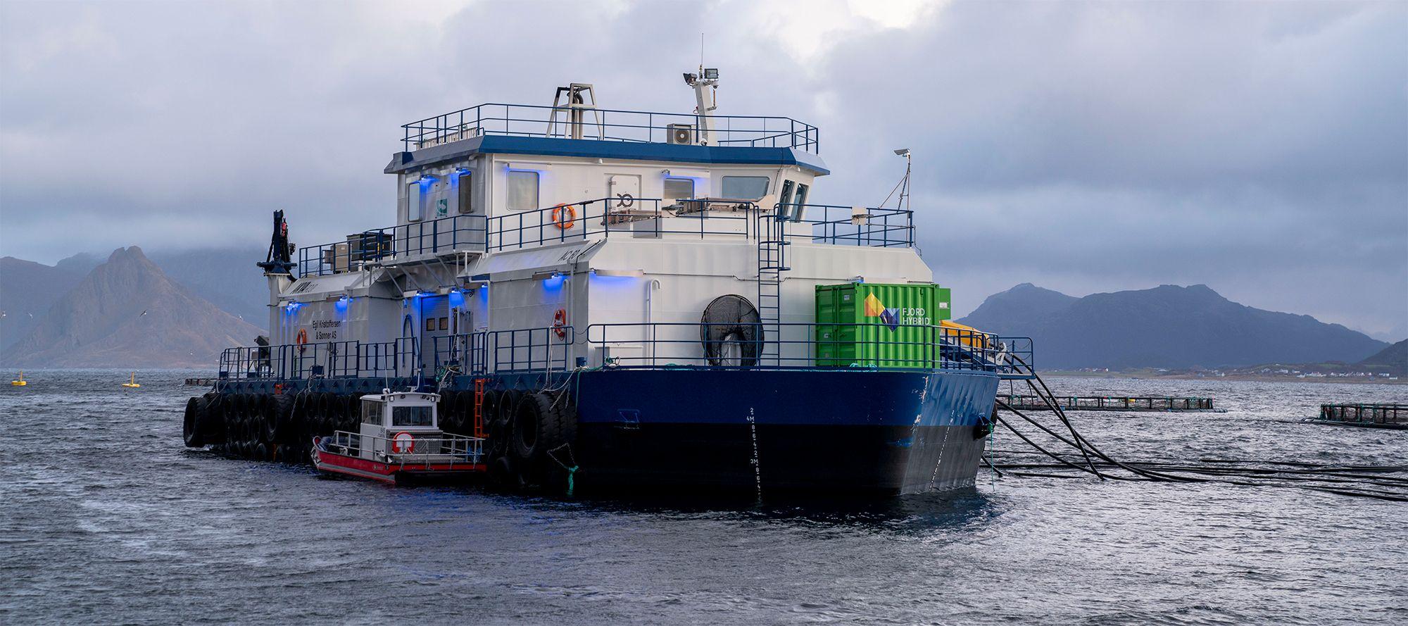 Transportskip ligger til havn