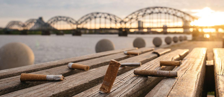 """Cover Image for Rīgas centrā atklās informatīvu instalāciju """"Kas pazūd no acīm, dabā nepazūd"""", aktualizējot izsmēķu piesārņojuma problemātiku"""